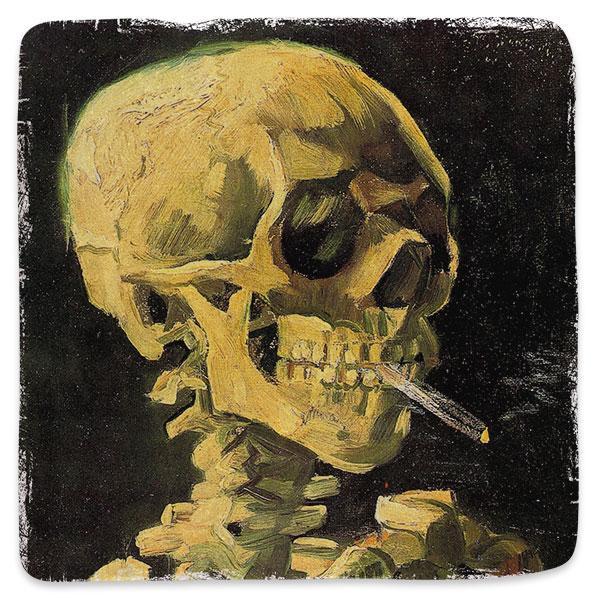Lebka s hořící cigaretou